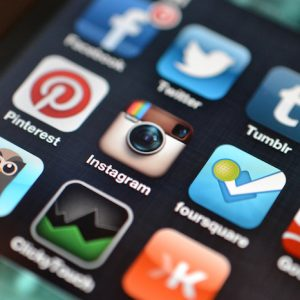 Social networks do not serve to make miracles