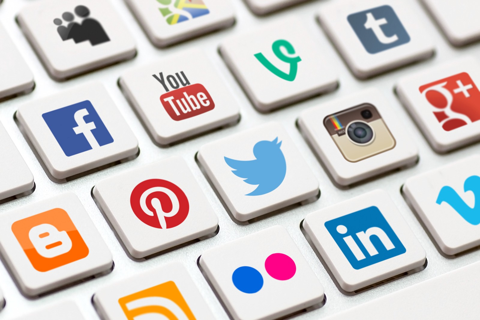 Social Networks How to turn a fan into a buyer